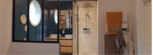 Bannière salle de bain colorée